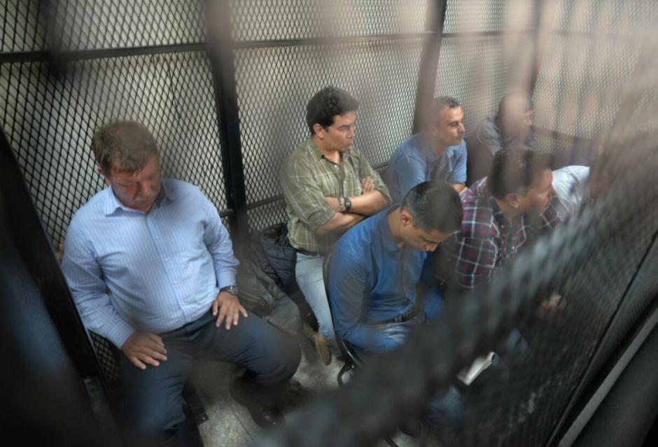 Durante las audiencias, Mario Baldetti permanece callado y procura esconderse de las cámaras. (Foto: Archivo/Soy502)