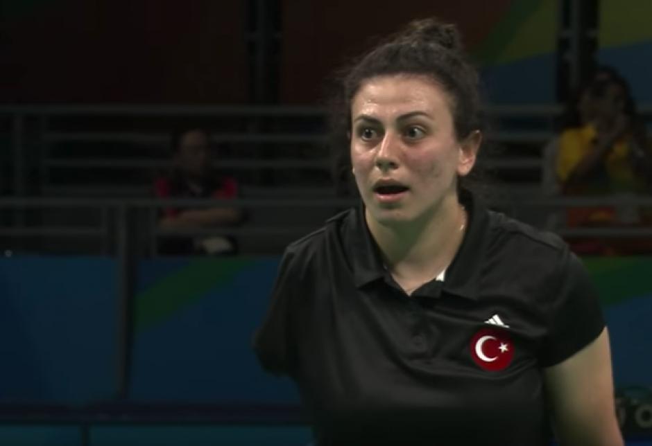 La turca no podía creer que su rival había rescatado el punto.  (Captura de Pantalla/Paralympic Games)