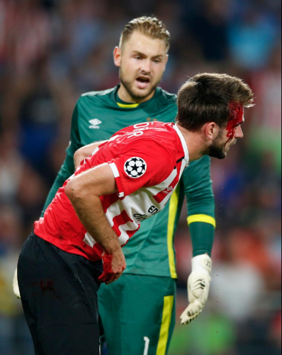 El jugador del PSV pudo continuar sin problemas. (Foto: Twitter)
