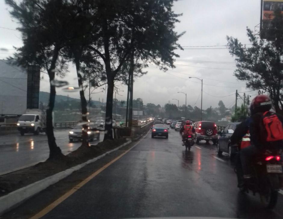En varios puntos de la ciudad se el tráfico se complica. (Foto: Dalia Santos/Twitter)