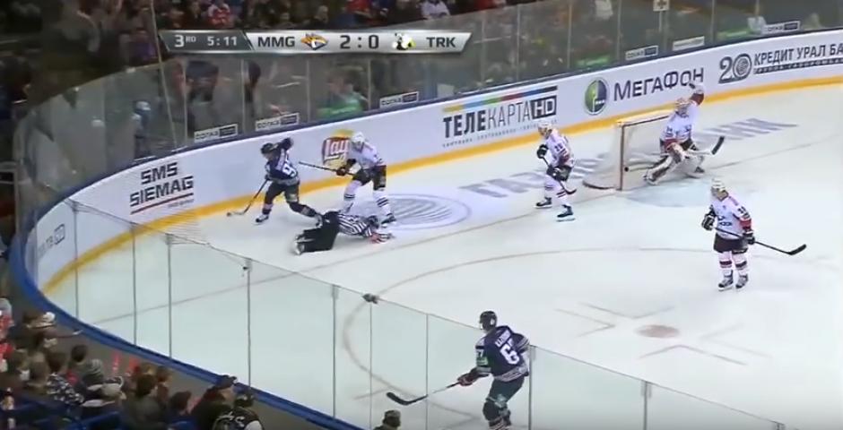 Tenía 24 años y arbitraba hockey sobre hielo. (Captura de Pantalla)