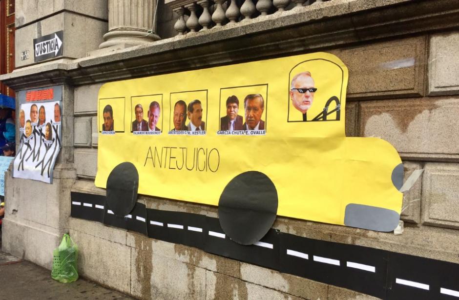 En esta nueva manifestación solicitan que cada uno lleve un rollo de papel toilette. (Foto: Twitter, La Batucada)