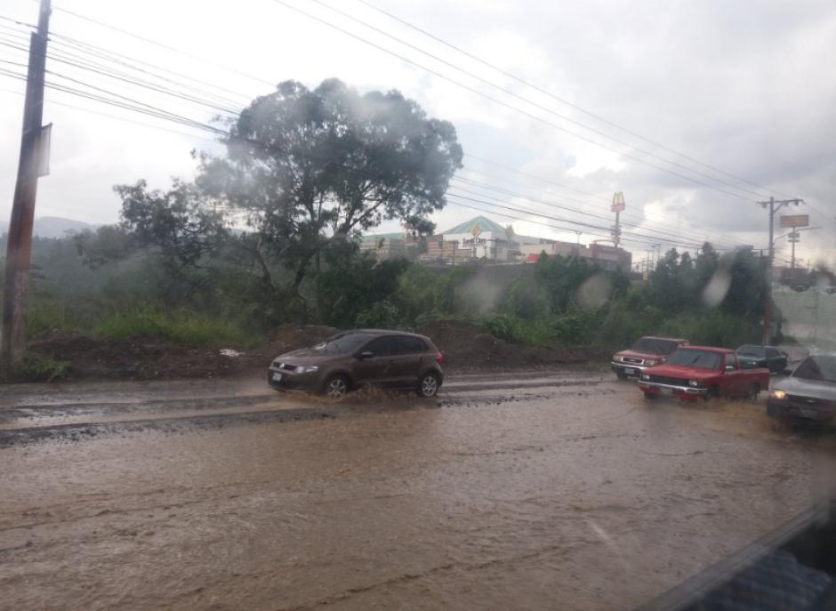 Aunque hay pocos carros, las calles están colapsadas. (Foto: Twitter/@LuisCarpio63)