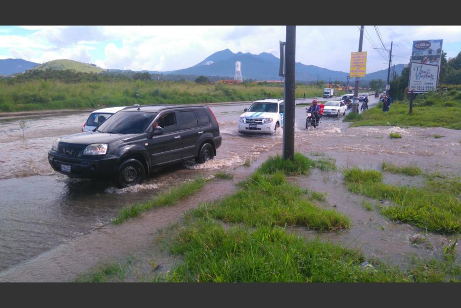 La lluvia ocasiona inundaciones en Villa Nueva. (Foto: Twitter/@GudielGerson)