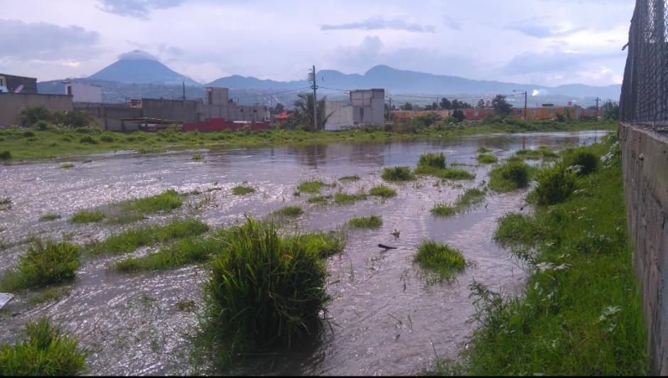 En este sector de Villa Nueva es intransitable. (Foto: Twitter/@GudielGerson)