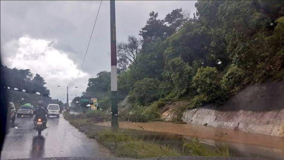 Otra perspectiva del incidente en la carretera a El Salvador. (Foto: Twitter/@Amilcar Montejo)