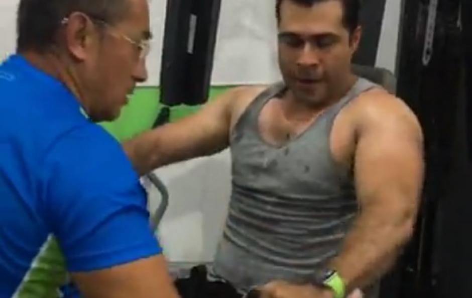 Neto Bran realizó una sesión de entrenamiento en un gimnasio recién inaugurado en Mixco. (Foto: Facebook)
