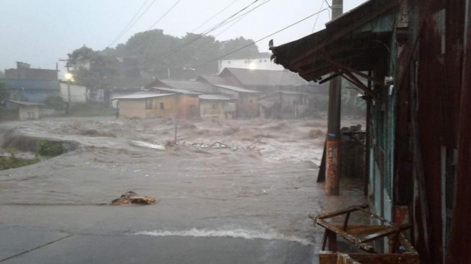 Desde la tarde en las redes sociales se compartían fotos de las inundaciones. (Foto: Conred)
