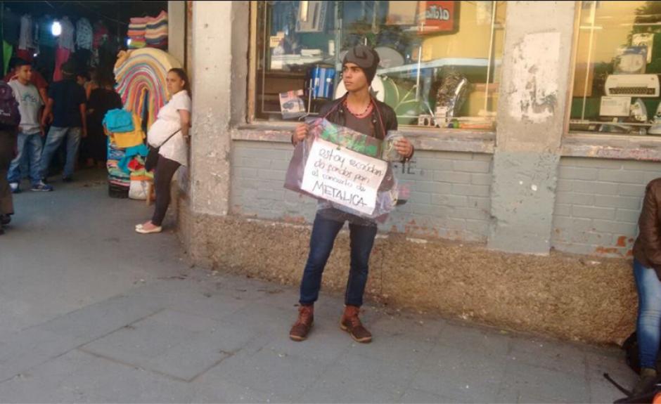El joven pide dinero para estar en el concierto de Metallica. (Foto: Radio Punto/IsiEspantzay)
