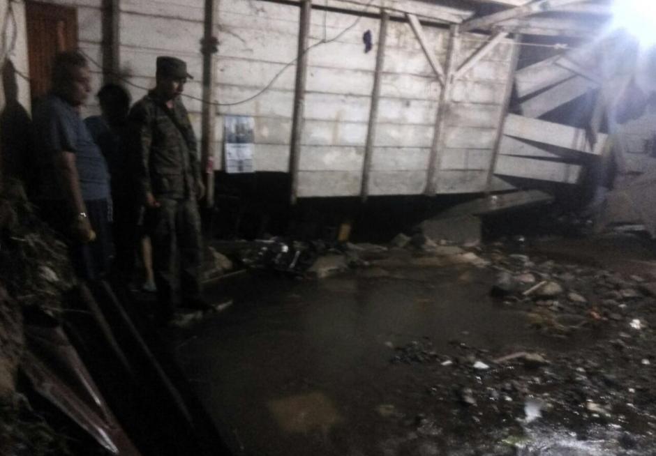 Varias casas resultaron dañadas por las lluvias. (Foto: Ejército de Guatemala)