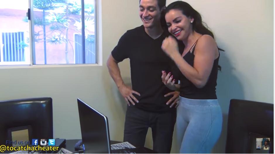 Victoria salta de alegría al escuchar lo qué dijo su novio y comprobar su fidelidad. (Captura Youtube)