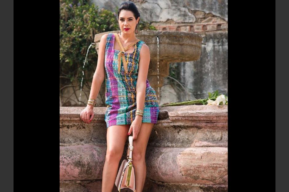 La diseñadora guatemalteca lucirá estos trajes en París. (Foto: Unik´)