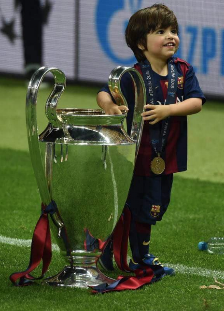Milan Piqué con la Champions League (Foto: AFP)