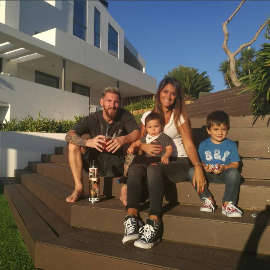 Leo Messi con Antonella y sus dos hijos (Foto: Instagram)