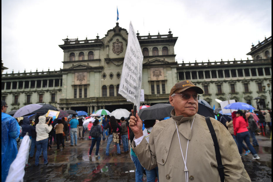 A pesar que se dejó sin efecto las manifestaciones en las plazas centrales este sábado 24 de septiembre siguen en pie. (Foto: Archivo/Soy502)