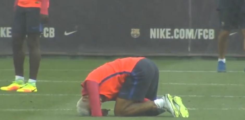 El brasileño recibió un fuerte golpe en la espinilla...(Captura de Pantalla)