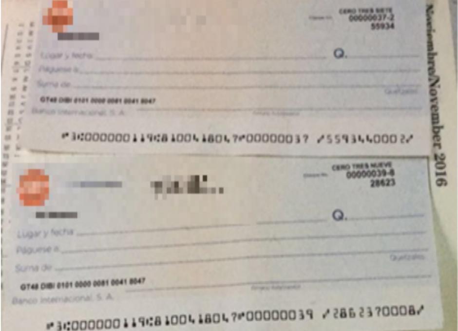 En algunas de las viviendas se localizaron cheques falsos que utilizaban para pagar. (Foto: MP)