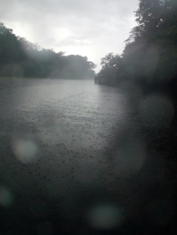 Desde hace unos días los vecinos habían manifestado su preocupación por la crecida del río. (Foto: Twitter, Dalia Santos)
