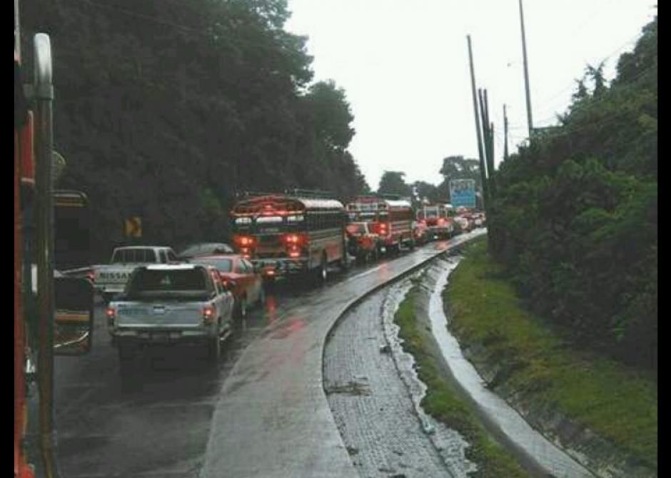 Los ingresos a la ciudad se muestran con tráfico. (Foto: Dalia Santos/Twitter)