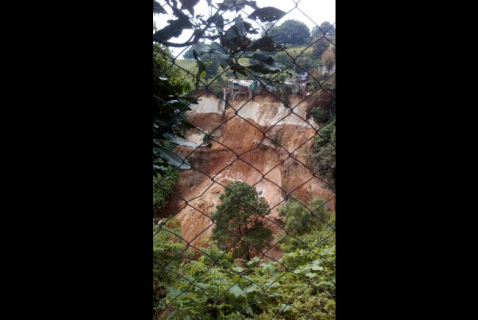 Así se ve el deslizamiento en la zona 8 de Mixco. (Foto: Conred)