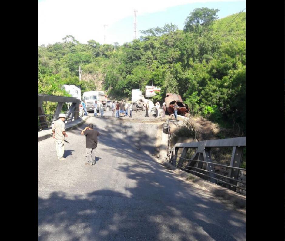 En el lugar se bloqueó el paso de vehículos. (Foto: Dalia Santos/Twitter)