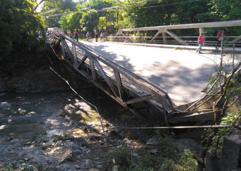 El puente Santa Rosa en la ruta al Atlántico colapsó. (Foto: Dalia Santos/Twitter)