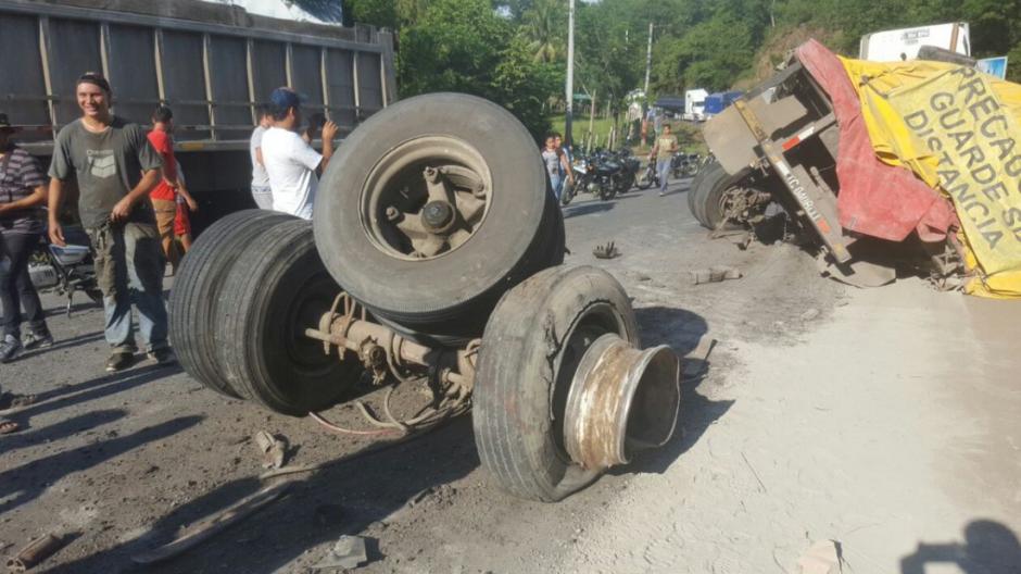 Debido a un camión de transporte pesado la estructura no soportó. (Foto: Dalia Santos)