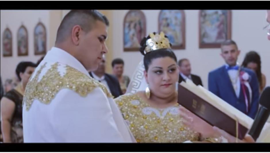 La ceremonia religiosa fue oficiada en una iglesia local de Eslovaquia. (Captura Youtube)