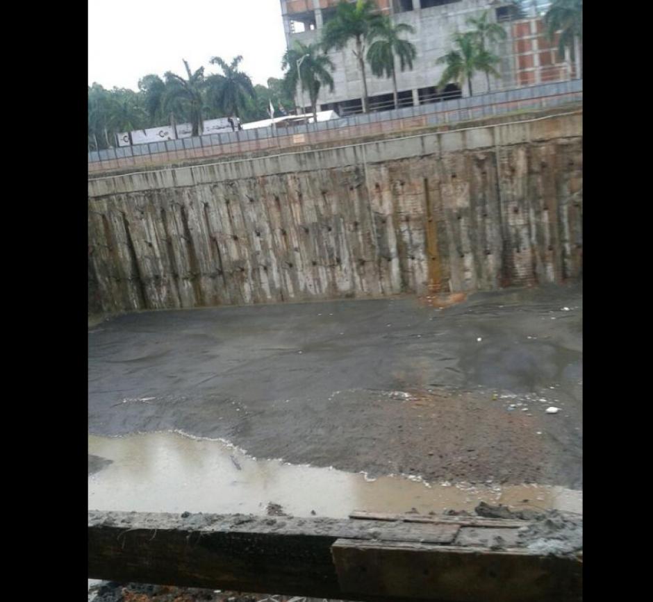 El edificio en construcción colapsó por las lluvias. (Foto: El Siglo de Panamá)