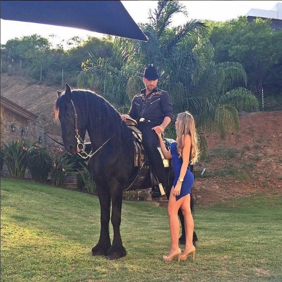 Salas publicó una foto junto a Rafael Amaya lo que ha provocado diversas reacciones. (Foto: Instagram)