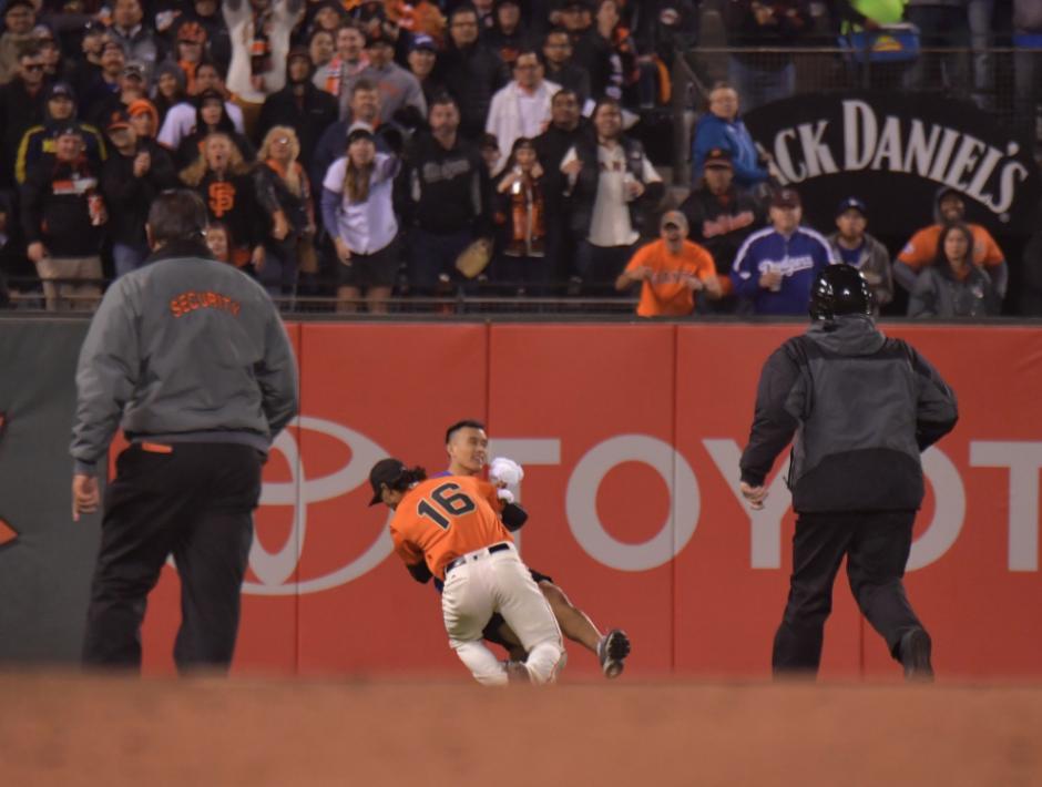 El puertorriqueño perdió la paciencia y se encargó de la situación: (Foto: John Soohoo/Dodgers)