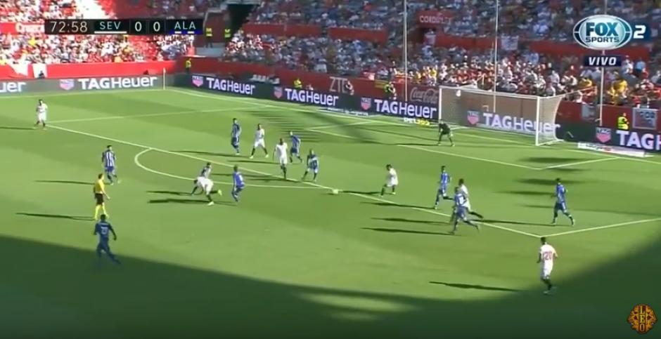 El brasileño pasó de casi perder la pelota a fabricar un golazo. (Captura de Pantalla)