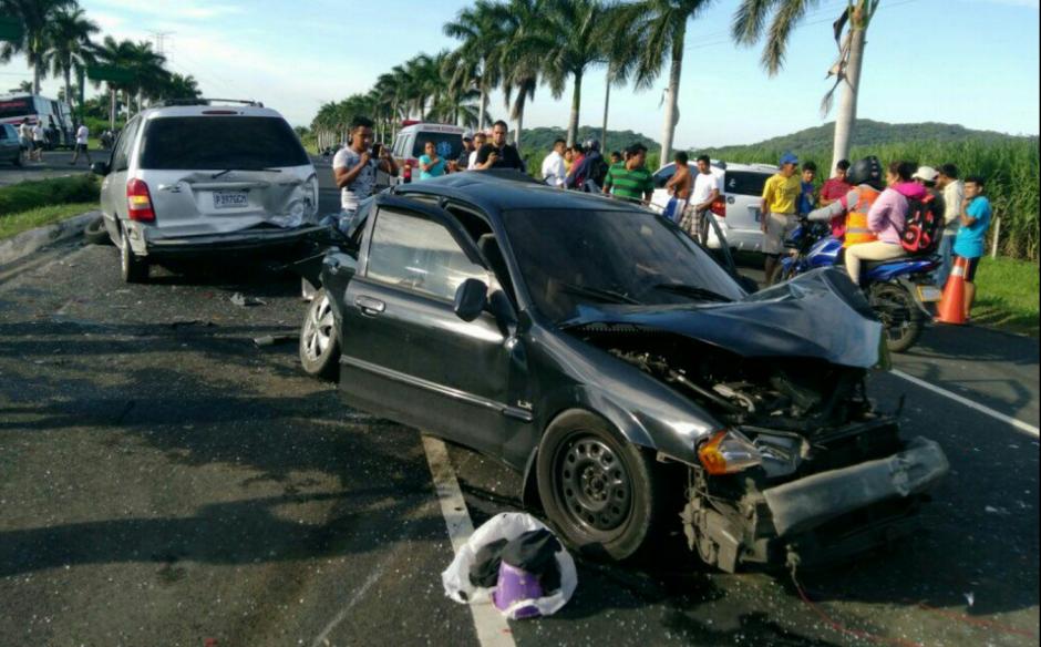 El accidente dejó 10 personas heridas que ya fueron trasladadas a un hospital. (Foto: Marhnos)
