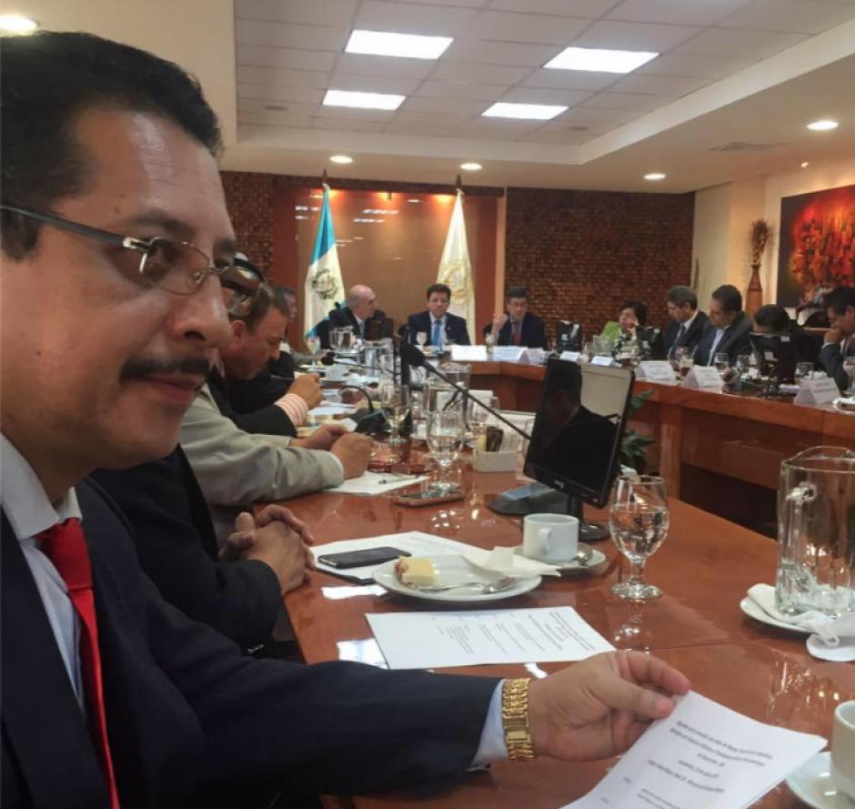 El parlamentario de Lider, José Conrado García, habría realizado transacciones bancarias sospechosas. (Foto: Facebook)