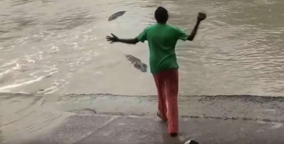 El video se ha viralizado debido a la valentía de esta mujer.  (Foto: Captura de video)