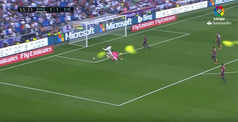 Morata se llevó una amarilla por tirarse en el área. (Captura de Pantalla)