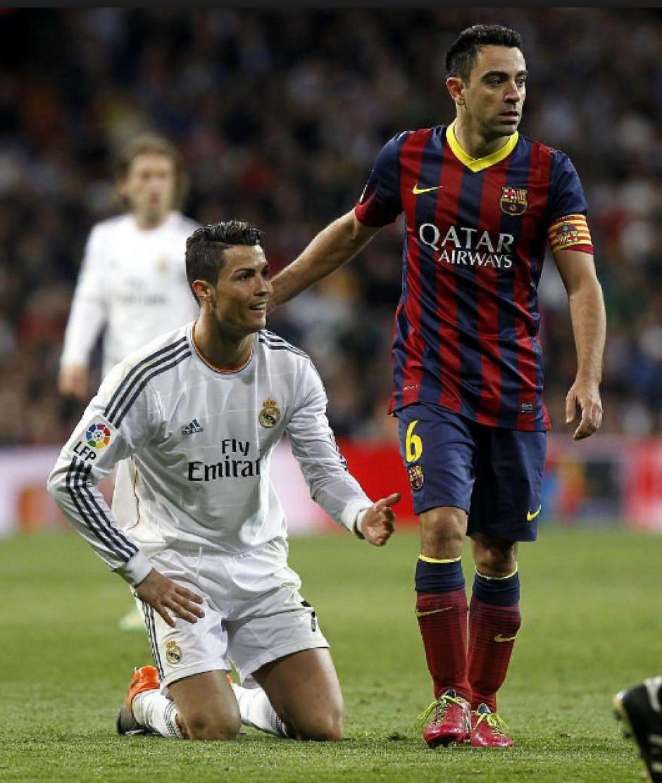 Xavi y Cristiano durante un clásico. (Foto: Mundo Deportivo)