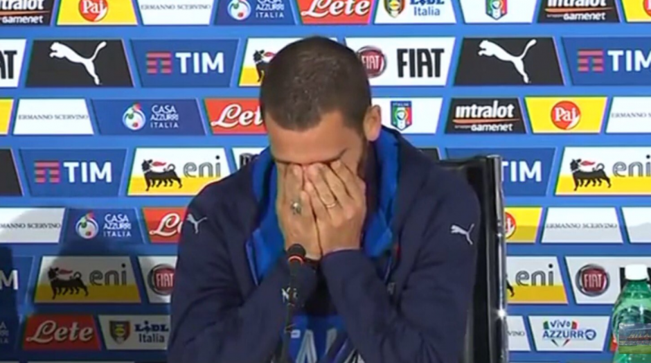 El defensa de la Juventus se emocionó al hablar de su pequeño. (Captura de Pantalla)