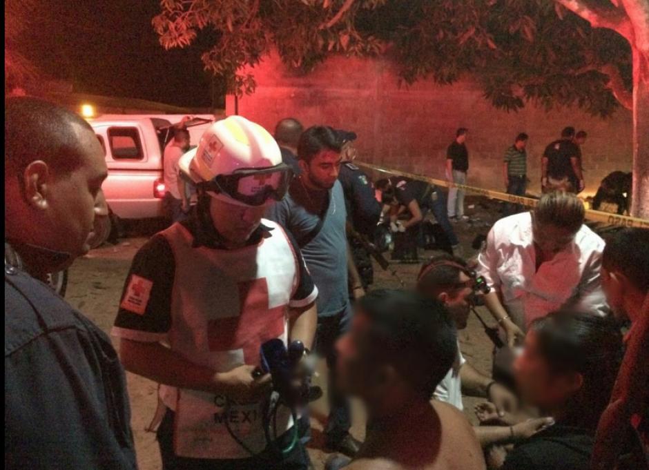 Según la información algunos estaban dentro de camiones. (Foto:Cruz Roja Mexicana)