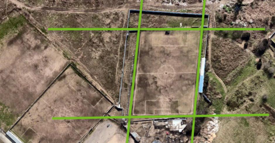 La imagen que demuestra que la cancha no es paralela. (Foto: Google Maps/RT)