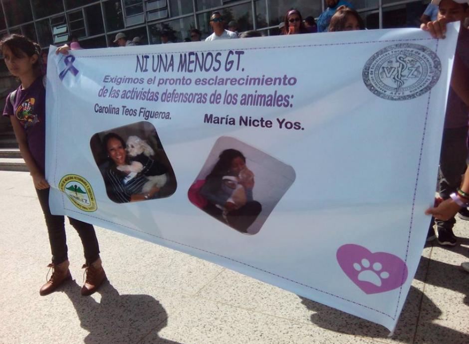 Familiares y amigos exigen justicia por la muerte de las defensoras de los animales. (Foto: Castraciones Guaus & Miaus Guatemala)