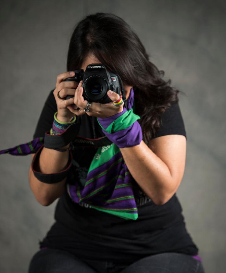 Libertad Garrido, de 28 años, es fotógrafa, educadora y licenciada en diseño gráfico y publicidad. (Foto: Oliver de Ros/The New York Times)