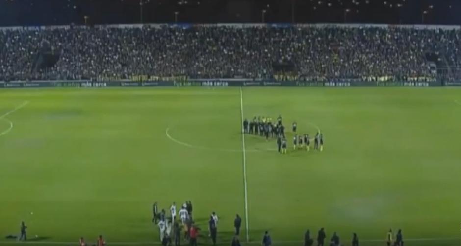El equipo paraguayo estaba muy molesto con el árbitro. (Imagen: captura de Pantalla)