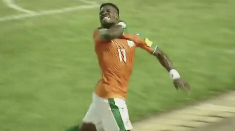 La controversial celebración del jugador del PSG. (imagen: captura de Pantalla)