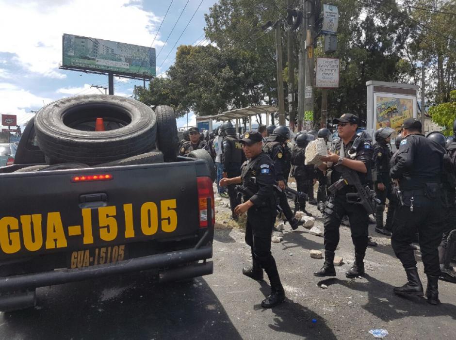 La PNC retiró los obstáculos que mantenían bloqueado el paso. (Foto: PNC)