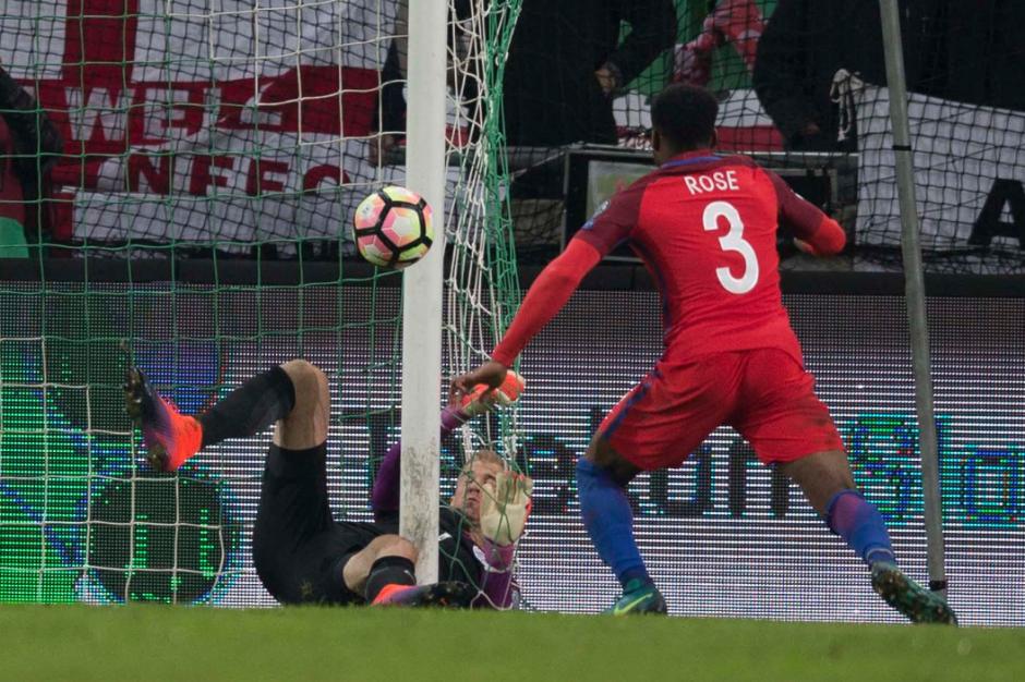 La pelota no entró de milagro. (Foto: AFP)