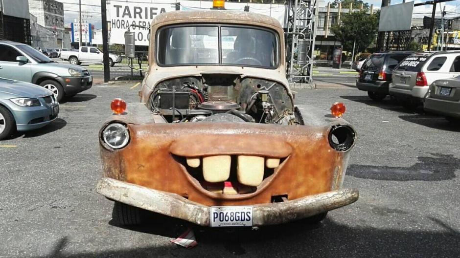 El auto es un Internacional 3800 de 1956. (Foto: Gustavo Méndez/Soy502)