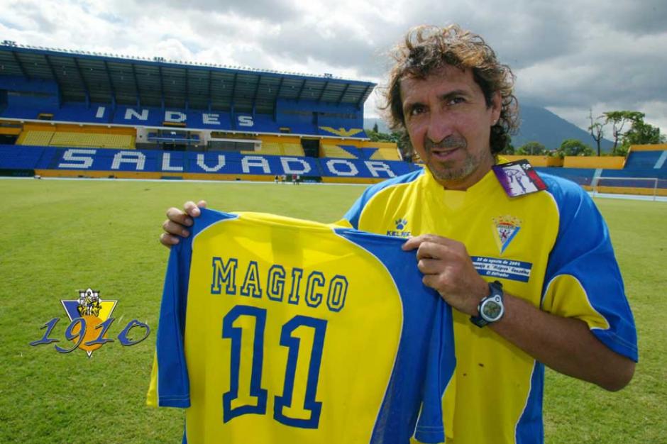El Mágico actual con su 11 del Cádiz. (Foto: Cádiz FC)