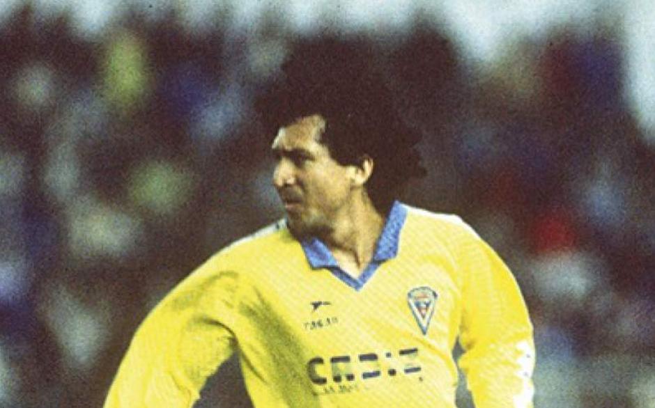 """Jorge """"El Mágico"""" González con el uniforme del Cádiz. (Foto: Wikipedia)"""