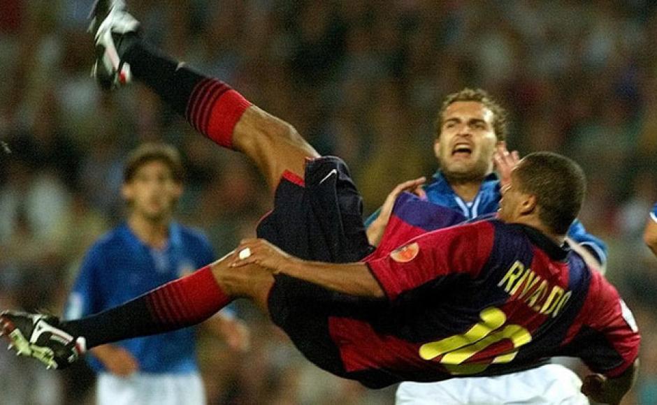 Rivaldo metió una espectacular chilena contra el Valencia. (Foto: Sport.es)